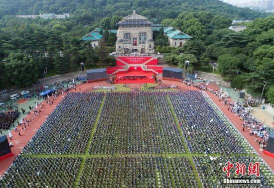 资料图:武汉大学毕业典礼。中新社记者 张畅 摄