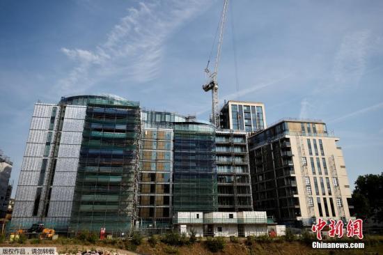目前,这些豪宅房间正在准备中,灾民暂时住在西伦敦的酒店中。当地议会表示,他们五百万英镑的紧急资金已经使用了三十万,并已经帮助超过一百名灾民入住酒店。图为灾民将入住的肯辛顿高级公寓。
