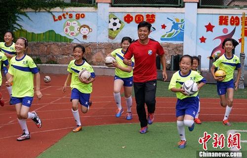 资料图:足球家庭作业在推行过程中,也可以变换形式,推陈出新。 <a target='_blank' href='http://www.yongnian.com/'>永年信息社</a>记者 毛建军 摄