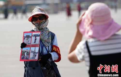 北京持续高温。中新社记者 毛建军 摄