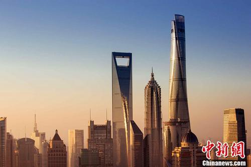 资料图:632米的上海中心大厦。记者 申海 摄