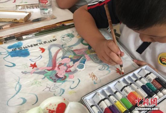 教育部:资源保障持续向好 近87%的学生在中小学接受了艺术教育