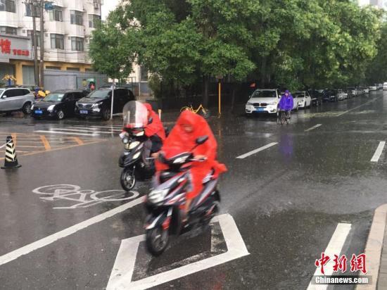 北京明天白天到夜间阴有中雨 气温28到24℃
