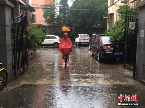 资料图:6月23日清晨,北京降雨持续,并出现了短时大雨。 <a target='_blank' href='http://www.chinanews.com/' >中新网</a>记者 富宇 摄