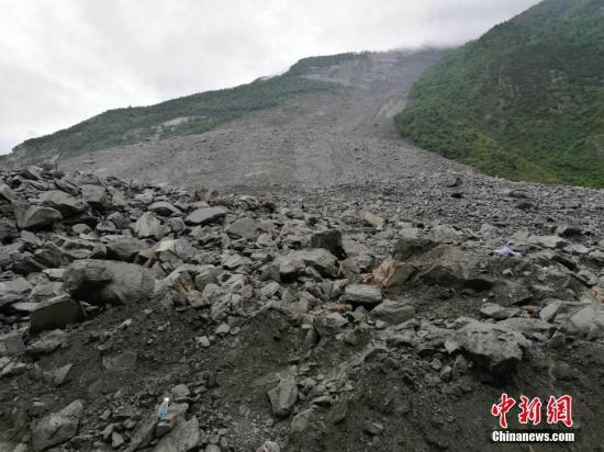 茂县突发山体垮塌四川苏宁宣布捐款200万元赈灾