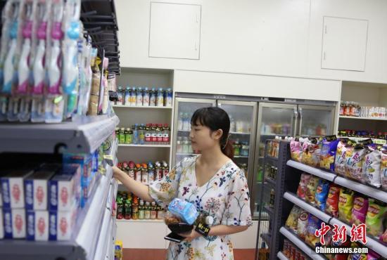 资料图:江西首家无人智能便利店,整个购物和支付过程可自主完成。 姜涛 摄