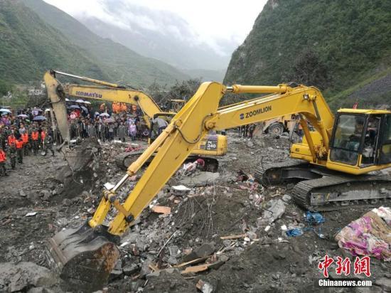 四川茂县山体垮塌:松坪沟140余名游客已转移安置