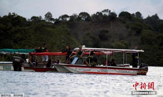 当地时间6月25日,一艘载有150人左右的游船在哥伦比亚西北部的一个水库沉没,目前救援工作正在进行中。