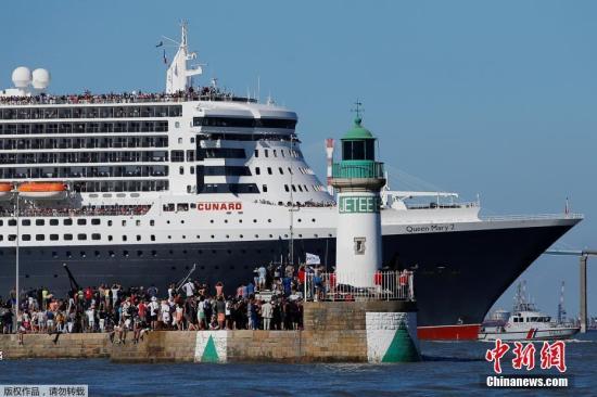 """资料图:巨型豪华邮轮""""玛丽女王2号""""。"""