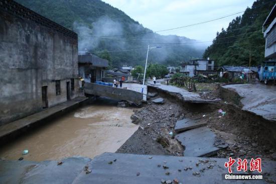 6月23日以来,特大暴雨造成江西省修水县全县36个乡镇受灾,多个乡镇山洪爆发、山体塌方。黄一魏 摄