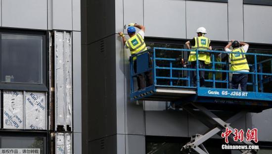 资料图:建筑工人在施工现场。