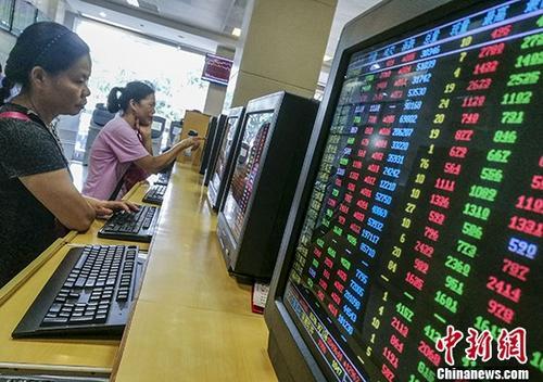 港股涨不停 主板成交额逼近2000亿港元