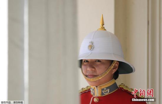她成为白金汉宫历史上第一名女护卫队长。