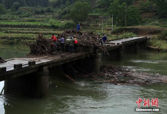 强降雨致皖南三市14.9万人受灾