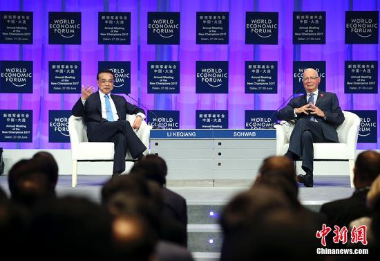 6月27日,中国国务院总理李克强在大连国际会议中心出席第十一届夏季达沃斯论坛开幕式,并发表特别致辞。 中新社记者 刘震 摄