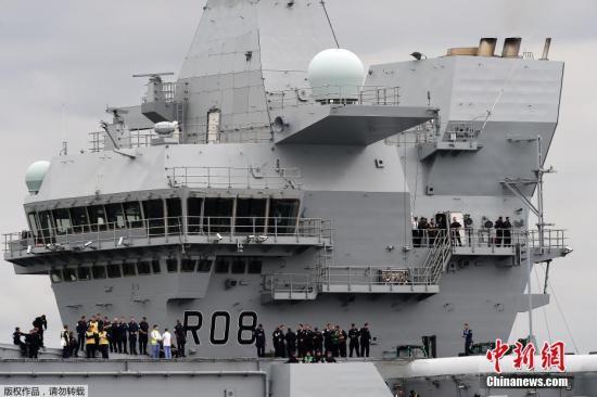 """当地时间2017年6月26日,英国苏格兰罗赛斯,英国皇家海军""""伊丽莎白女王""""号航母开始海上试航。"""