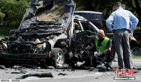公告中说,基辅索洛缅斯基区一辆奔驰汽车27日早上爆炸,开车的是乌克兰国防部情报总局特种部队负责人马克西姆・沙波瓦尔。死者身份已经查明,在他身上找到了情报总局的工作证。