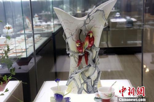 资料图:国之瑰宝―中国景德镇陶瓷文化展在中国政协文史馆举行。<a target='_blank' href='http://www.chinanews.com/'>中新社</a>记者 任海霞 摄