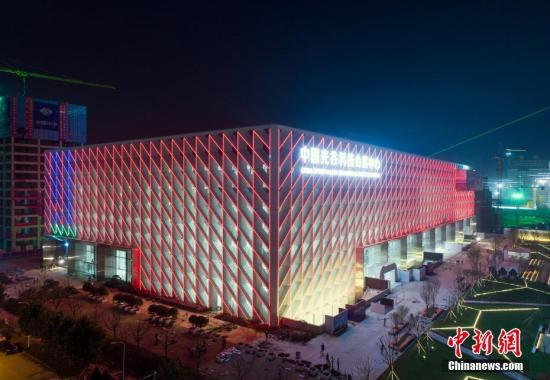 资料图:武汉光谷科技会展中心外景。 中新社记者 张畅 摄