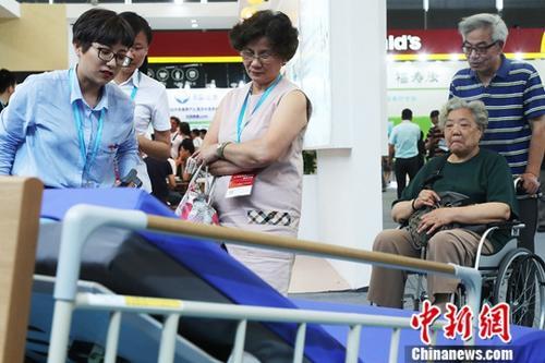 资料图:养老、辅具及康复医疗博览会。记者 汤彦俊 摄