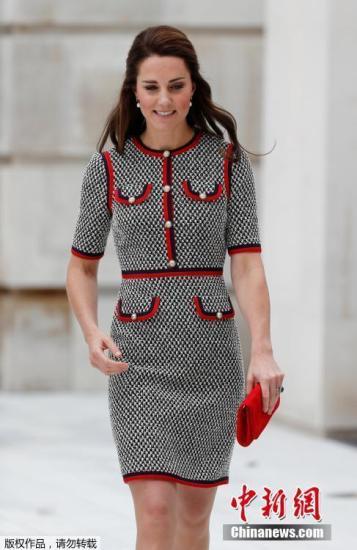 当地时间2017年6月29日,英国伦敦,凯特王妃出席维多利亚与艾伯特博物馆新馆区开放仪式,凯特王妃优雅灰裙亮相仪态万千。