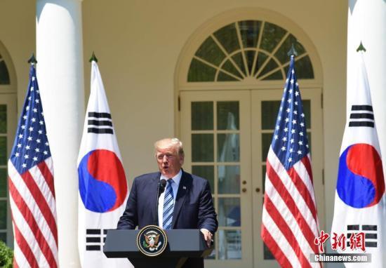 当地时间6月30日,美国总统特朗普在白宫会见韩国总统文在寅,并出席联合记者会。图为特朗普在联合记者会上发表讲话。中新社记者 刁海洋 摄