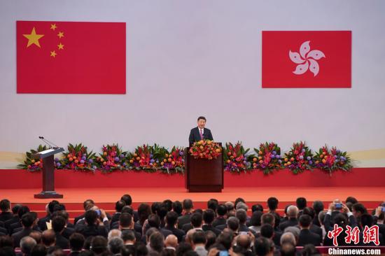 7月1日,庆祝香港回归祖国20周年大会暨香港特别行政区第五届政府就职典礼在香港会展中心隆重举行。中共中央总书记、国家主席、中央军委主席习近平出席并发表重要讲话。<a target='_blank' href='http://www.chinanews.com/'>中新社</a>记者 盛佳鹏 摄