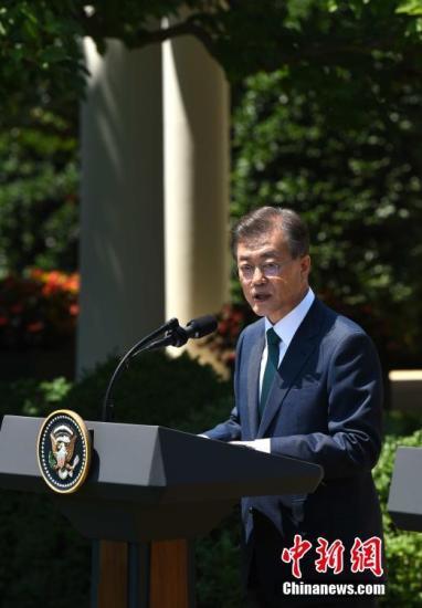 当地时间6月30日,韩国总统文在寅访问白宫,会见美国总统特朗普,并出席联合记者会。图为文在寅在联合记者会上发表讲话。<a target='_blank' href='http://www.chinanews.com/'>中新社</a>记者 刁海洋 摄