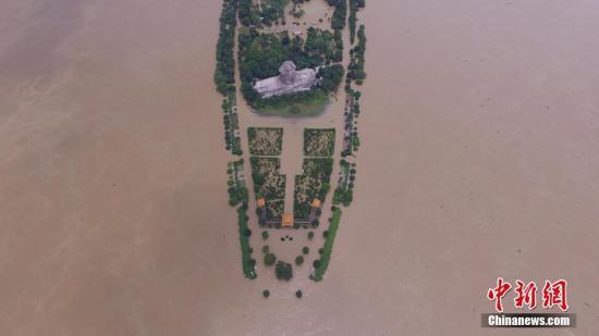 7月2日,图为长沙橘子洲观光台被淹。<a target='_blank' href='http://www.chinanews.com/'>中新社</a>记者 杨华峰 摄