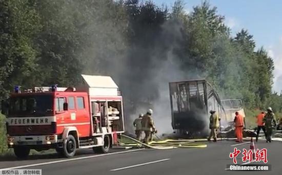 另外,美联社援引警方消息称,数人在此次事故中受伤,但他们截至目前没有更进一步的细节。据报道,事故发生在巴伐利亚州明希贝格(Muenchberg)附近。