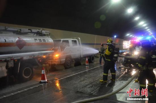 资料图:消防演练。刘刚 摄