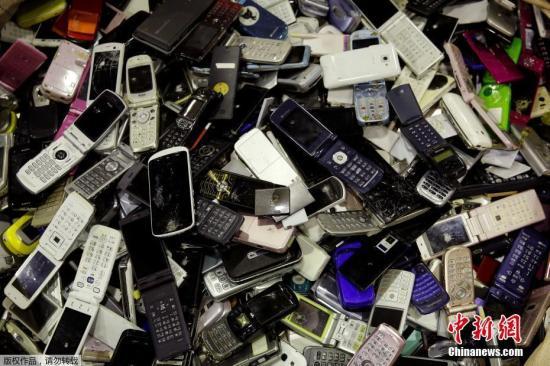 资料图:旧手机。