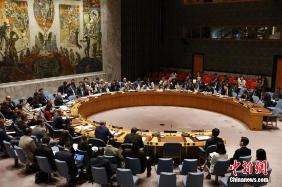 当地时间7月5日,联合国安理会在纽约联合国总部召开紧急会议,就朝鲜日前发射导弹问题进行磋商。中国常驻联合国代表刘结一作为安理会轮值主席主持会议。 中新社记者 廖攀 摄