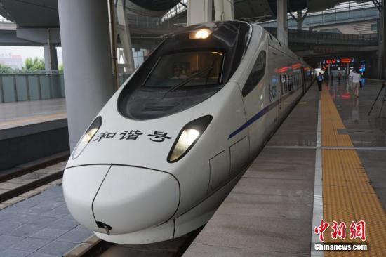 资料图:北京至雄安新区的动车组列车。 记者 潘心怡 摄