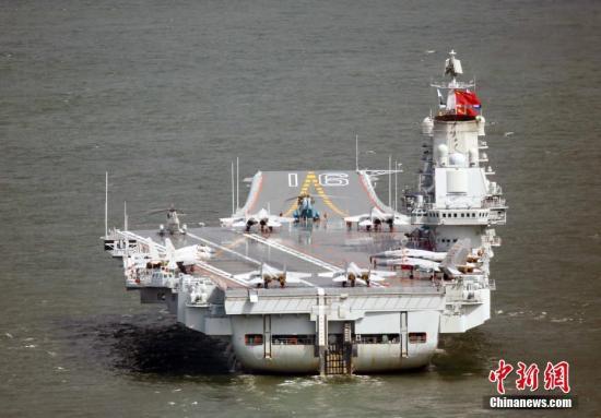 7月7日上午,中国首艘航空母舰辽宁舰编队抵达香港。 <a target='_blank' href='http://www.chinanews.com/'>中新社</a>记者 洪少葵 摄