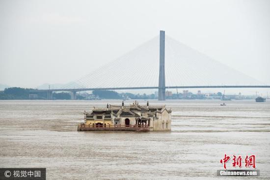 7月7日,湖北鄂州,被洪水淹没的观音阁。 方仲华 摄 图片来源:视觉中国