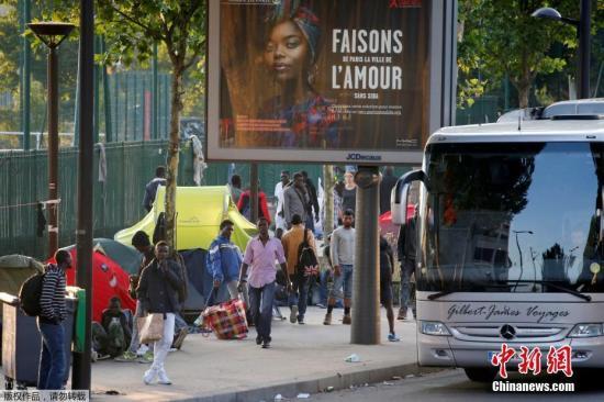 法警方在戛纳火车站拘留150多名欲申请庇护难民