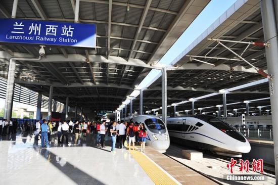 宝兰高铁于2012年底开工建设,正线长度逾400公里,其中陕西省境内45.74公里,甘肃省境内354.9公里,设计速度250公里/小时。 杨艳敏 摄