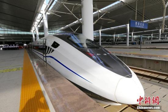 """宝兰高铁开通""""满月"""" 百余万人畅游丝路"""