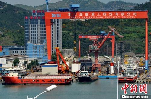 资料图:厦门船舶重工股份有限公司正在建造中的各种船舶。<a target='_blank' href='http://www.chinanews.com/'>中新社</a>记者 张斌 摄