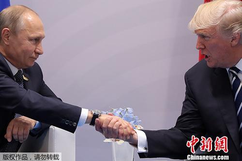 当地时间2017年7月7日,德国汉堡,美国总统特朗普与俄罗斯总统普京会晤。