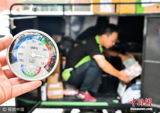 2017年7月10日,西安再次出现高温天气,中午1点地面温度超过50摄氏度。图片来源:视觉中国