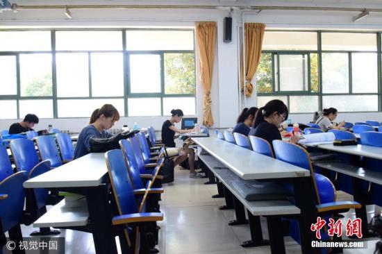 资料图:考前复习。李琳 摄 图片来源:视觉中国