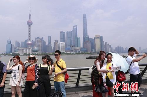 资料图: 上海外滩 <a target='_blank' href='http://www.chinanews.com/'>中新社</a>记者 张亨伟 摄