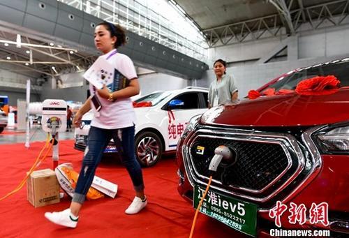 资料图:纯电动汽车。 <a target='_blank' href='http://www.chinanews.com/'>中新社</a>记者 刘新 摄