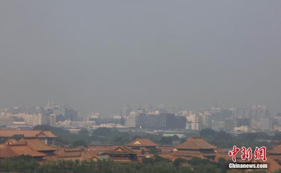 7月13日,高温、高湿度空气笼罩下的北京城区依旧处在高温黄色预警中,当日预报最高气温为36℃。 <a target='_blank' href='http://www.chinanews.com/'>中新社</a>记者 杨可佳 摄