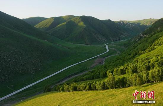 资料图:内蒙古乌兰察大草原。孙静波 摄