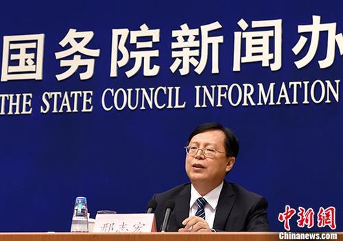 7月17日,国务院新闻办公室在北京举行新闻发布会,国家统计局新闻发言人、国民经济综合统计司司长邢志宏介绍2017年上半年国民经济运行情况。 <a target='_blank' href='http://www.chinanews.com/'>中新社</a>记者 张勤 摄