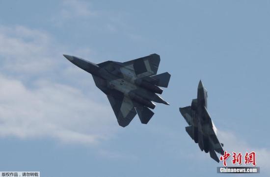 当地时间2017年7月18日,俄罗斯茹科夫斯基,莫斯科国际航空航天展览会-2017(MAKS)开幕,俄罗斯总统普京出席。该展会于7月18日至23日在莫斯科郊外的茹科夫斯基市举行。图为T-50战斗机。
