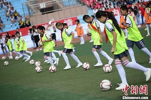 资料图:校园体育。 中新社记者 刘文华 摄